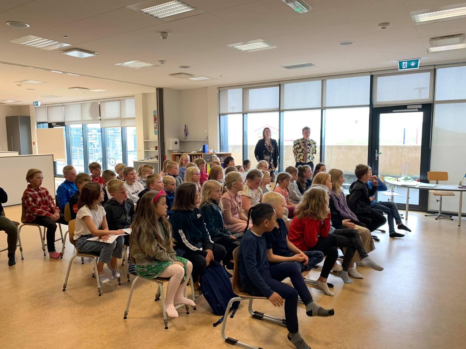 Mynd fyrir Viðurkenningar veittar á skólaslitum í 1.-9. bekk.