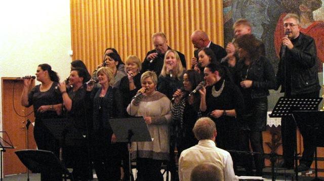 Gospelkór Fíladelfíu sló upp veislu - Myndband