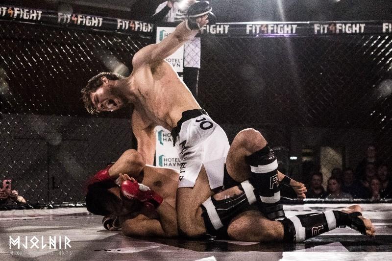 Björn Lúkas fór hamförum í sínum fyrsta MMA bardaga