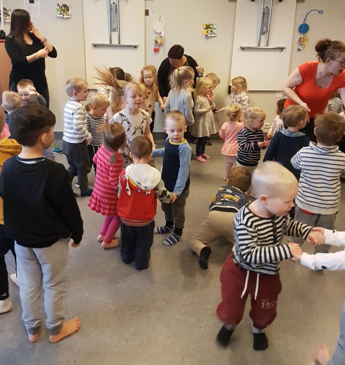 Mynd fyrir Miljarður rís - Dansað gegn kynbundnu ofbeldi
