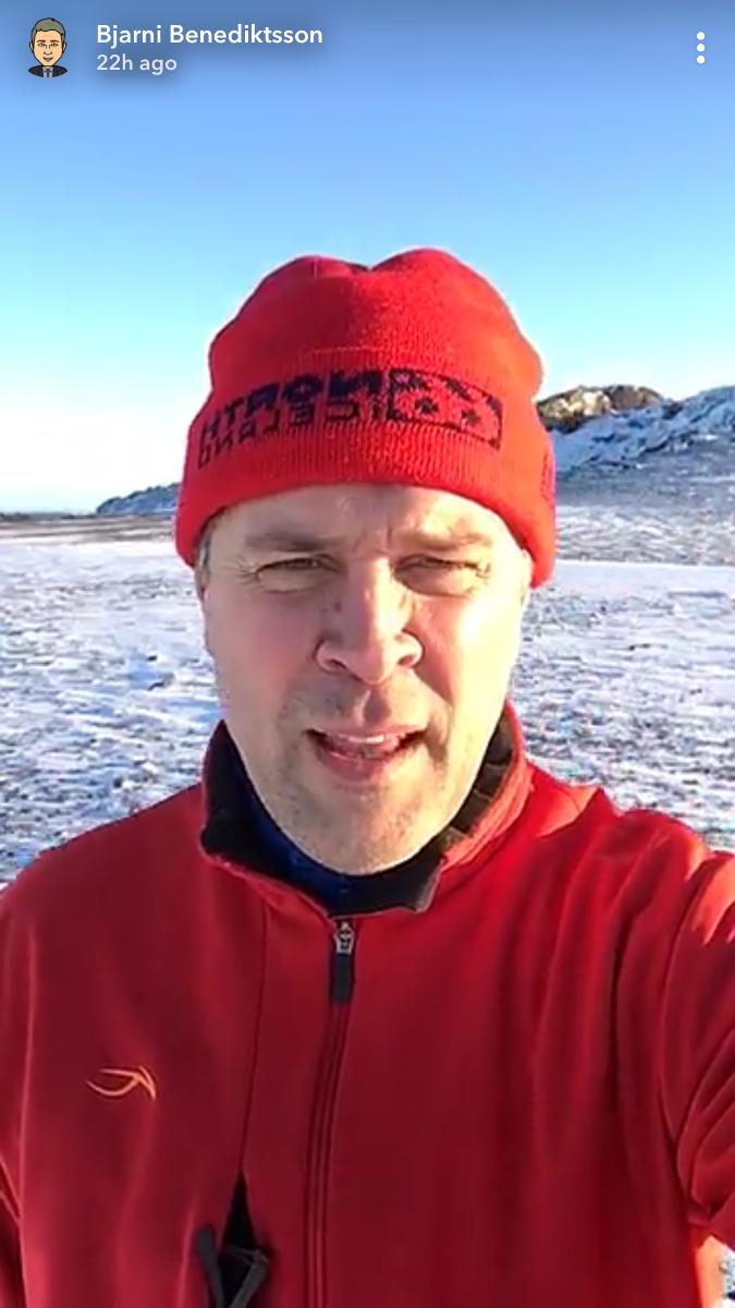 Fjármálaráðherra ánægður með útivistina í Grindavík