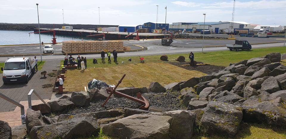Mynd fyrir Búið að tyrfa grjótsvæðið neðan við Kvikuna
