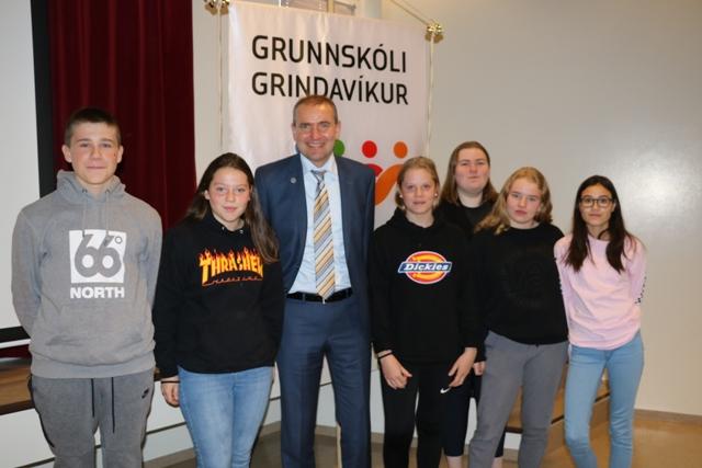 Forseti Íslands heimsótti Grunnskóla Grindavíkur
